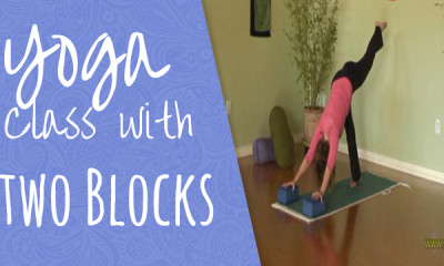 04-Yoga-class-with-two-blocks